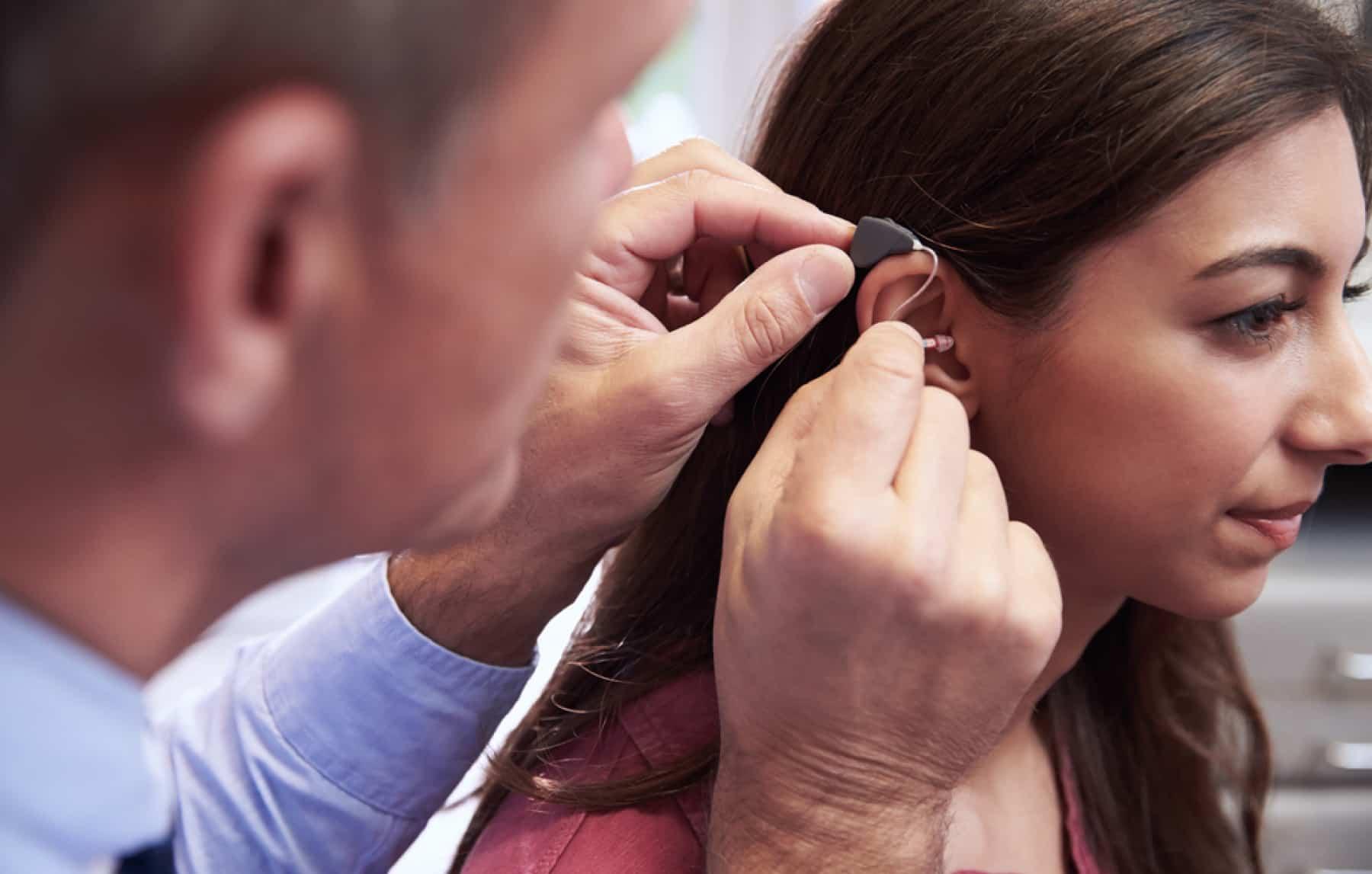 audiologist-ear-exam