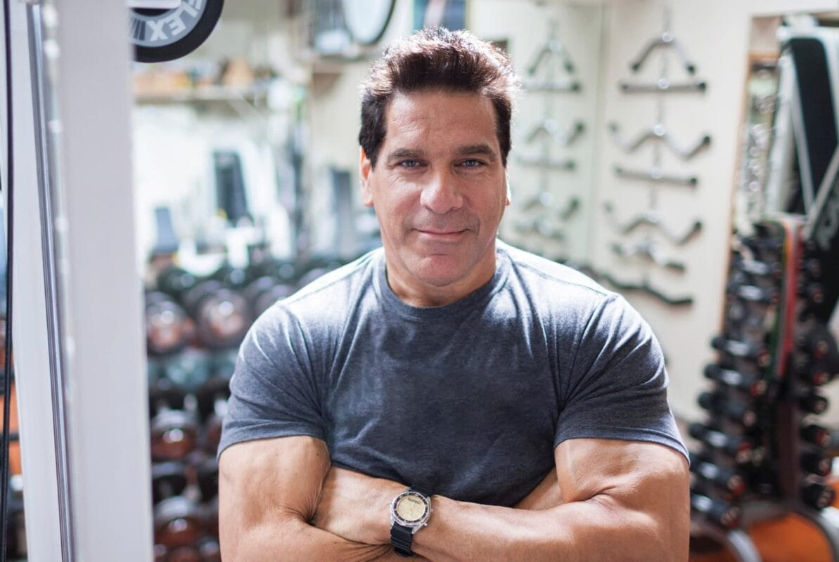 AT335-Support_Images-F1- S2-min(Photograph provided by Lou Ferrigno and Cochlear Americas)
